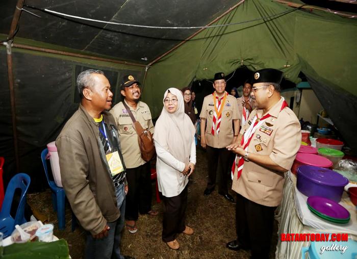 Kamabicab Pramuka, Aunur Rafiq didampingi Ka kwarcab, Anwar hasyim meninjau dapur panitia