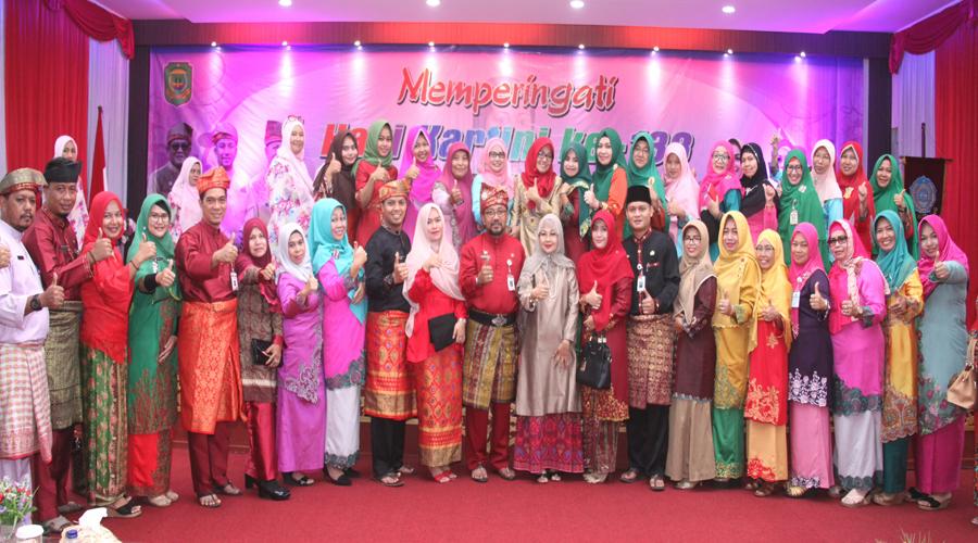 Kemeriahan Hari Kartini, Wali Kota Tanjungpinang dikerumuni wanita-wanita hebat.
