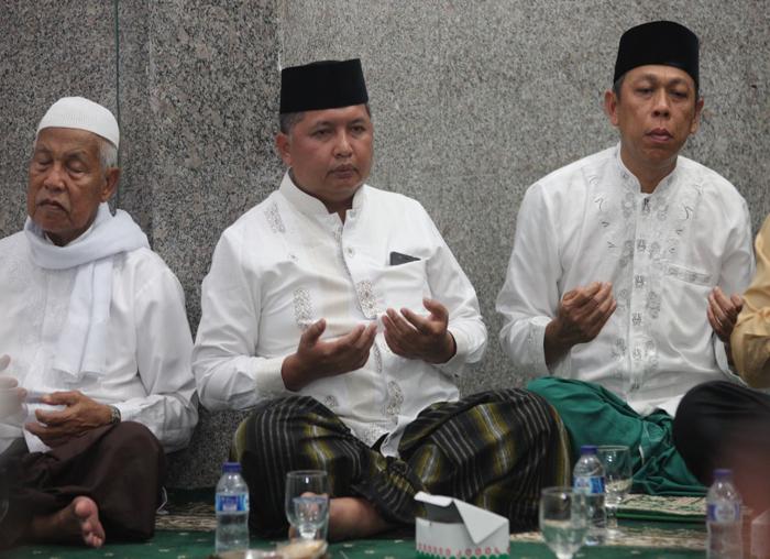 Wakil Bupati Kepulauan Anambas, Wan Zuhendra saat doa dan dzikir bersama di Masjid Jamik Baiturrahim, Tarempa