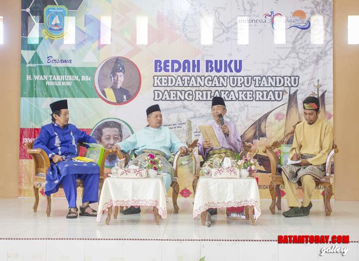 Wakil Bupati dampingi Wan Tahrusin bedah buku kedatangan upu tandru daeng rilaka ke Riau