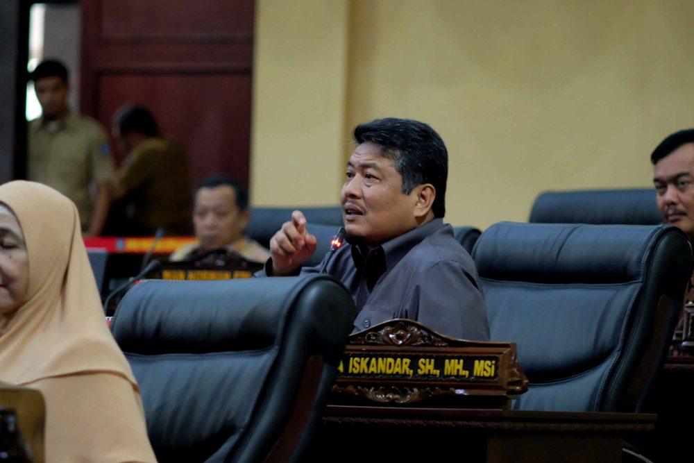 Interupsi yang dilayangkan salah satu anggota DPRD Kepri Taba Iskandar terhadap laporan akhir Ranperda Penyelenggaraan Pendidikan