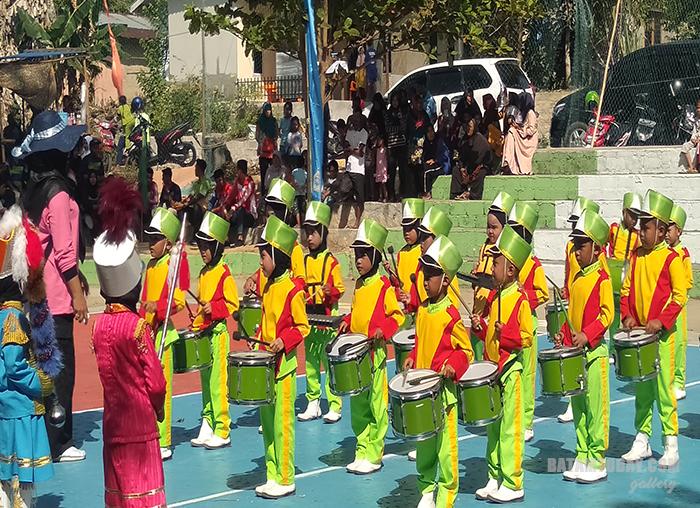 Para Peserta Drumband TK ikut memeriahkan acara pembukaan kejuaraan bola voli KBK Cup VI