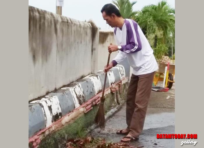 DLH melibatkan pelajar menanam mangrove