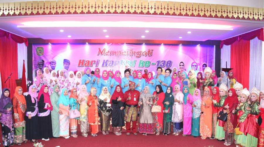 Wali Kota Tanjungpinang, Lis darmansyah foto bersama seluruh jajaran Pemerintahan Kota Tanjungpinang