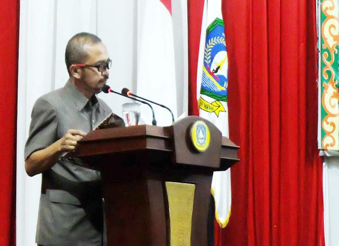 Sekretaris DPRD Kepri membacakan hasil Paripurna