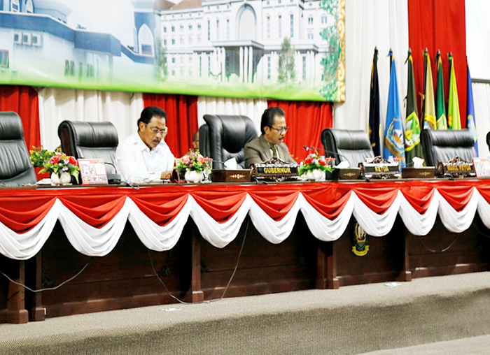 Ketua DPRD dan Gubernur Kepri memimpin Paripurna pengesahan APBD Perubahan 2018