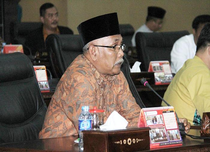 Anggota DPRD yang hadir dalam Paripurna pengesahan APBD Perubahan 2018 (2)
