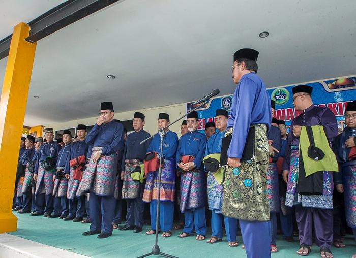Wakil Bupati dan Ketua DPRD menyaksikan langsung pelantikan Dewan Hakim oleh Gubernur Provinsi Kepri, Nurdin Basirun