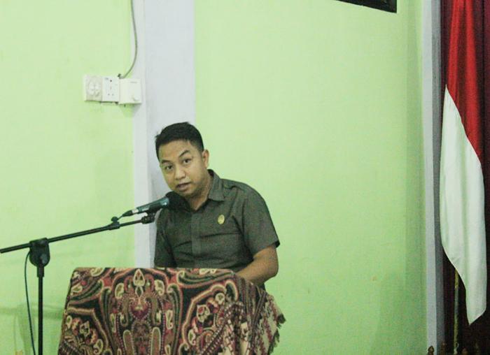 Salah satu anggota Badan Legislasi DPRD, Ayub bertindak sebagai moderator