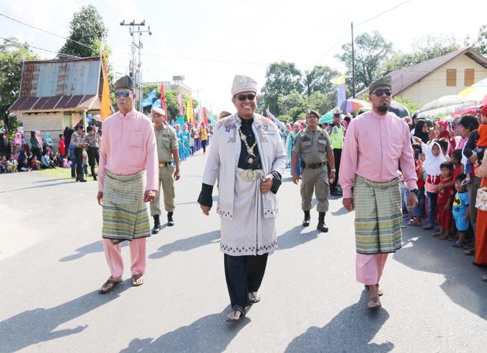 Kadis Perkim Bintan saat mengikuti pawai ta`aruf MTQ Provinsi Kepri