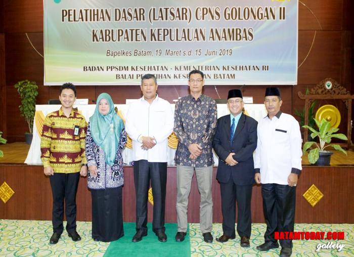 Bupati Anambas, Abdul Haris foto bersama dengan Kepala Bapelkes Batam, Ketua Komisi I DRPD Anambas serta Kepala BKPSDM Anambas