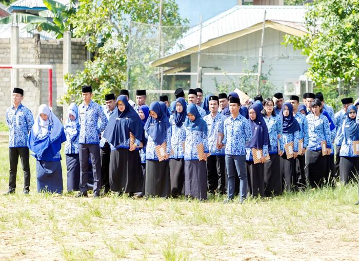Para pegawai yang dilantik menjadi PNS