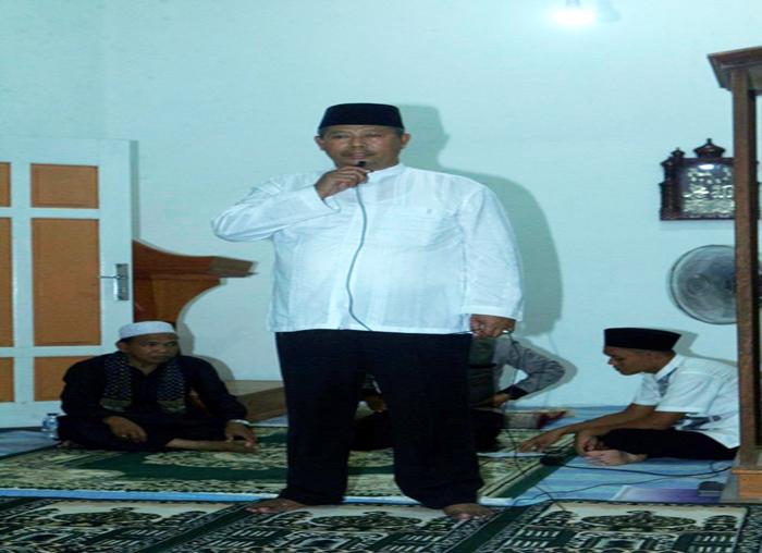 Bupati Kepulauan Anambas Abdul Haris memberikan kata sambutan di Masjid Genting Pulur, Kecamatan Jemaja Timur