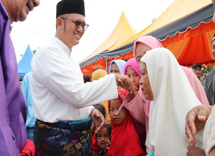 Usai Sholat idul fitri, Bupati Bintan saling maaf maafan bersama masyarakat Bintan