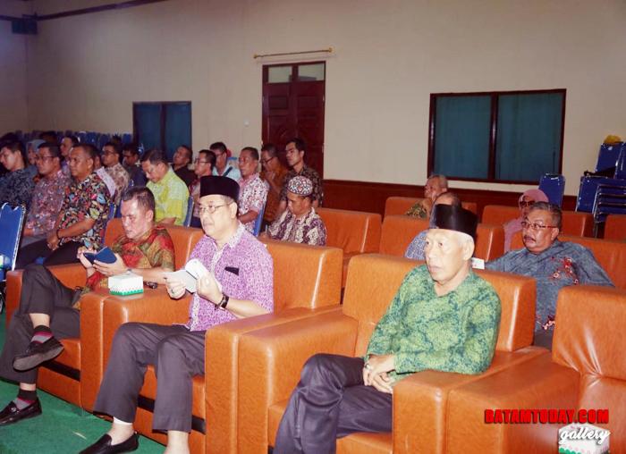 Para pejabat eselon II dan III Pemkab Lingga yang hadir saat paripurna berlangsung