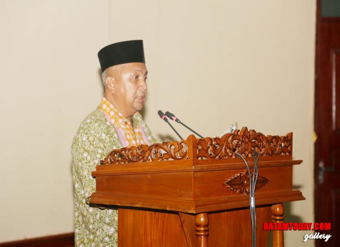 Sekwan Lingga, Sa`ad membacakan daftar hadir para anggota DPRD Lingga
