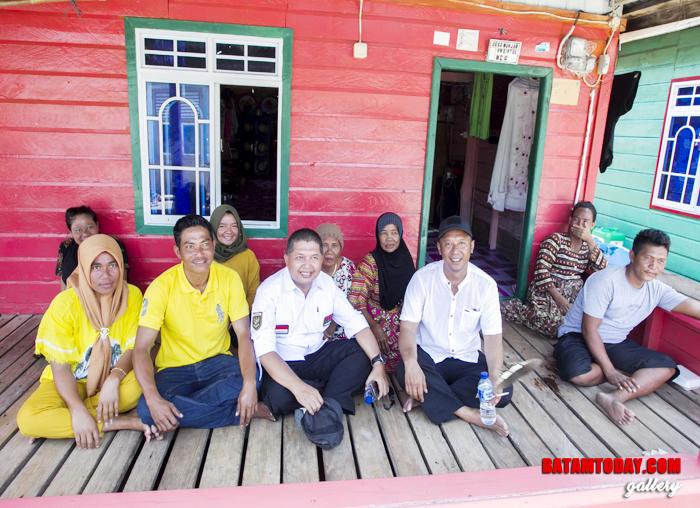 Wan Zuhendra berbaur dengan masyarakat Kecamatan Siantan Timur