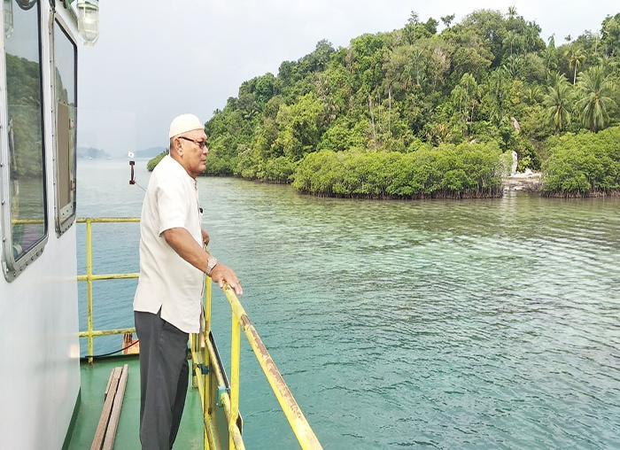 Nur Adnannala meninjau pelayanan kapal roro Palmatak