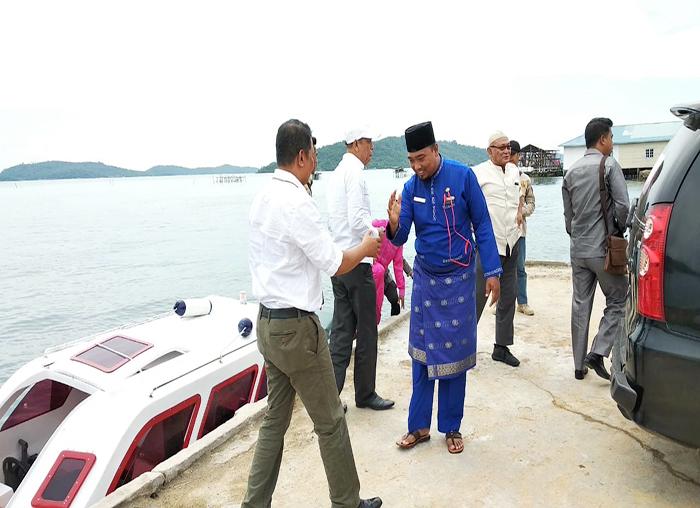 Plt Camat Palmatak, Redo menjemput rombongan ketua DPRD Anambas di Pelabuhan Palmatak