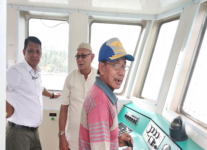 Wakil Ketua II DPRD, Amat Yani dan Nur Adnannala meninjau pelayanan kapal roro Palmatak