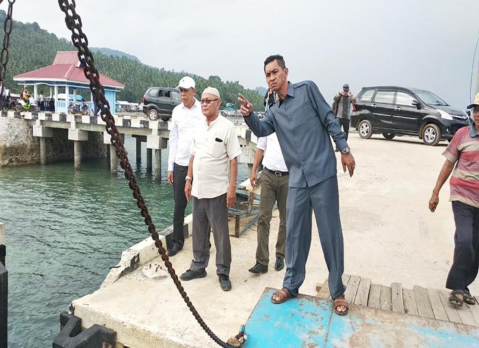 Ketua DPRD Anambas, Imran bersama anggota DPRD Anambas meninjau kapal roro