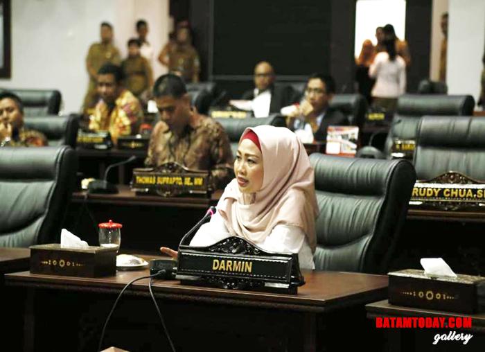 Anggota pansus Yuniarni Pustoko Weni mengajukan instruksi