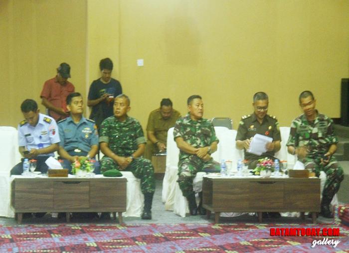 Unsur Pimpinan Forum Koordinasi Pemerintah Daerah yang hadir dalam sidang Paripurna