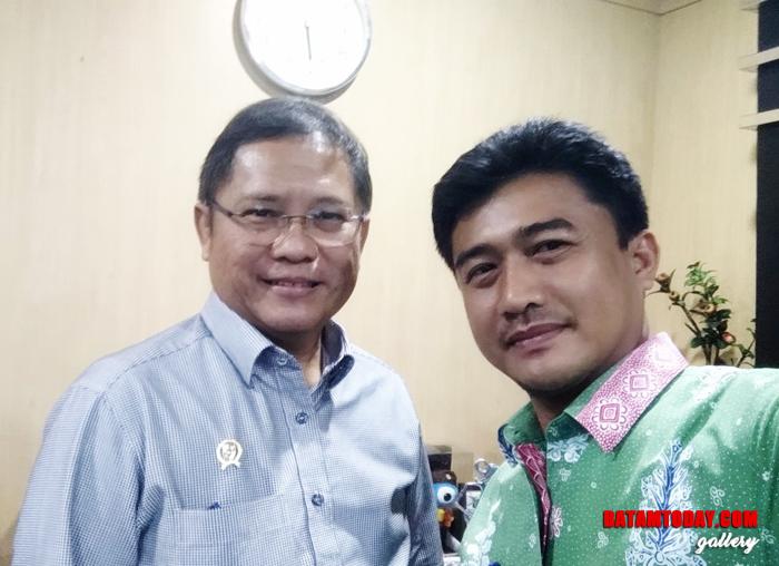 Kepala Dinas Komunikasi, Informatika dan Statistik Kabupaten Kepulauan Anambas saat berfoto bersama Menkominfo Republik Indonesia, Rudiantara