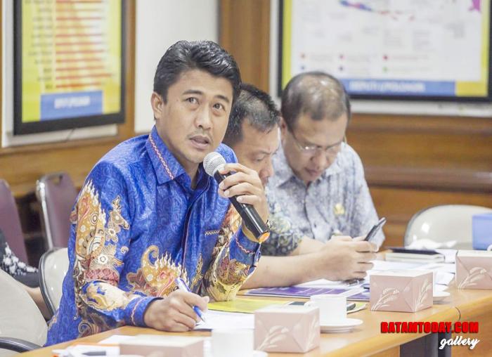 Kepala Dinas Komunikasi, Informatika dan Statistik Kabupaten Kepulauan Anambas, Japrizal saat menyampaikan kondisi soal telekomunikasi dan internet di Anambas