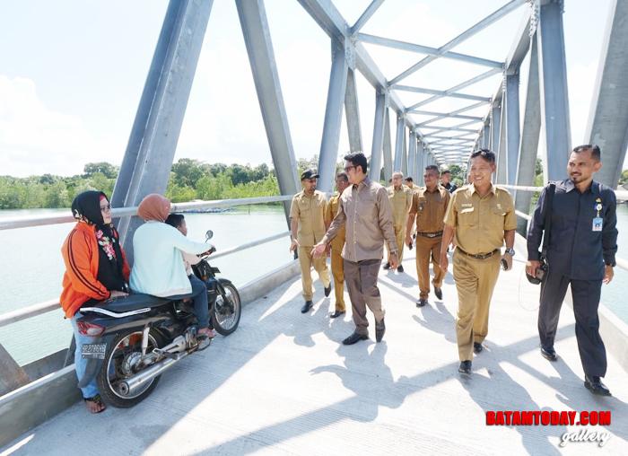 Bupati Bintan Apri Sujadi tinjau langsung kesiapan Jembatan Desa Pengujan