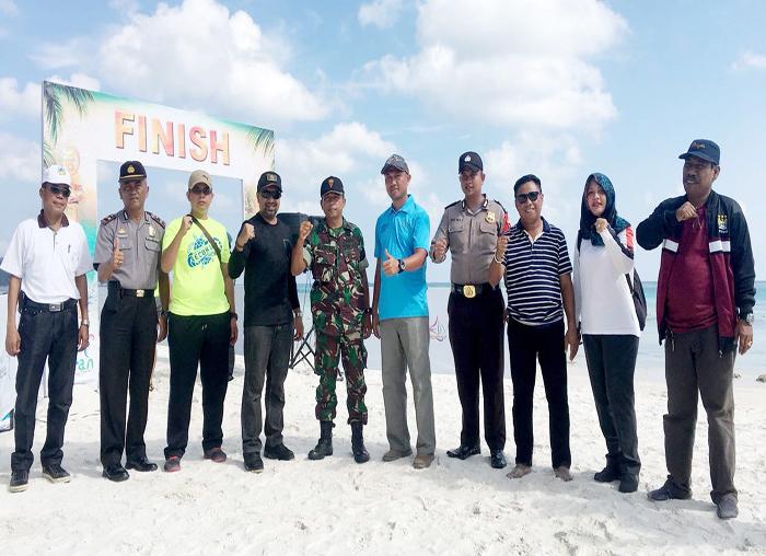 Kadispar Bintan, Luko Zaiman Prawira saat foto bersama dengan intansi pendukung suksesnya Event Eco Mapur Run 2018