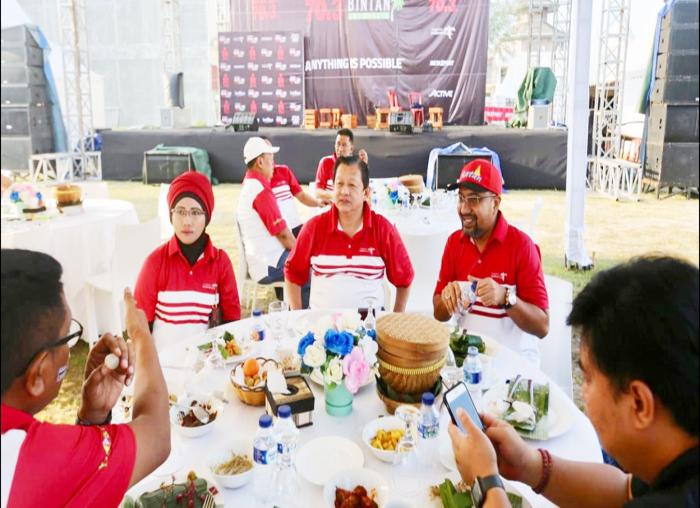 Kadis Pariwisata Bintan Luki Zaiman Prawira saat makan bersama