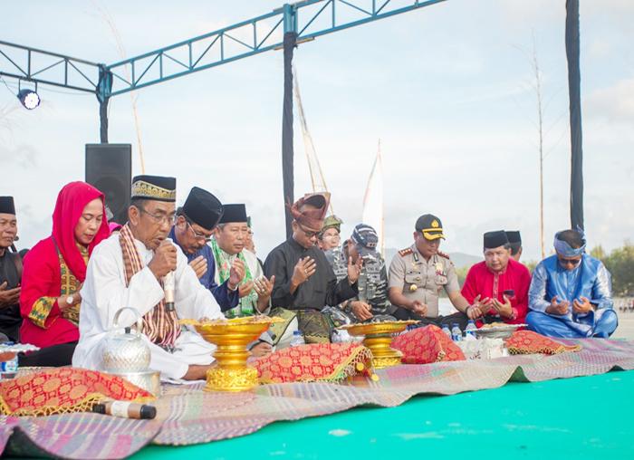 Acara Tolak Bala dilakukan sebelum  Festival Padang Melang dimulai