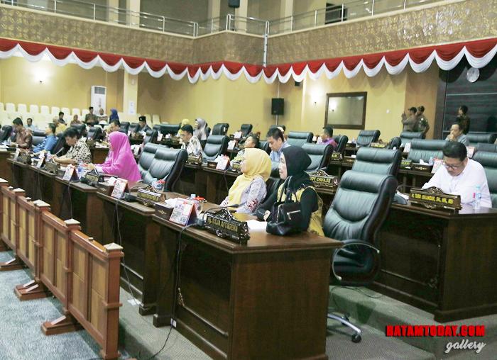 Anggota DPRD yang hadir dalam Rapat Paripurna Penyampaian Nota Keuangan dan Ranperda APBD Provinsi Kepri TA 2019