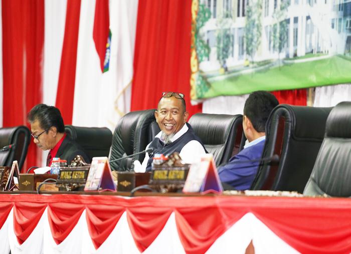 Pimpinan DPRD dalam Rapat Paripurna Penyampaian Nota Keuangan dan Ranperda APBD Provinsi Kepri TA 2019