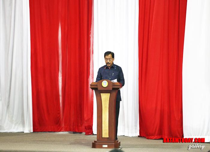 Gubernur Kepri Nurdin Basirun menyampaikan nota keuangan RAPBD 2019