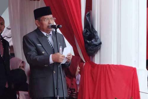 Kepala Kanwil Kemenag Kepri H. Marwan Jamal saat membacakan doa.