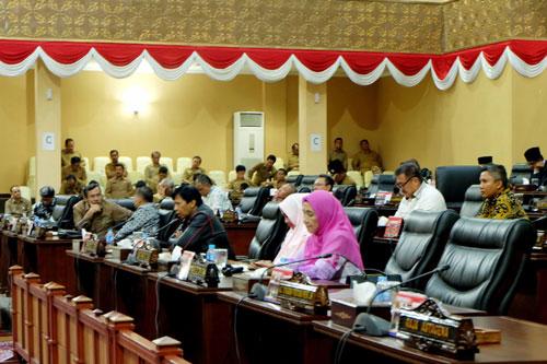 Sejumlah anggota DPRD Kepri yang hadir dalam Paripurna laporan akhir Pansus LHP BPK RI.