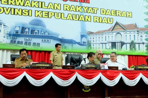 Gubernur Nurdin Basirun bersama pimpinan DPRD Kepri.