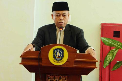 Anggota DPRD Kepri dari Fraksi PKS, Hanafi Ekra, membacakan ayat suci al quran pada acara halalbihalal