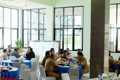 Makan siang bersama para Kepala OPD Kepri saat kegiatan Halal Bihalal di Kantor DPRD Kepri.
