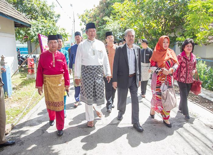 Bupati Anambas dan Wakil Bupati  Anambas, Wan Zuhendra bersama pengurus BP2KKA menuju kantor DPRD untuk  Sidang Paripurna HUT KKA ke 10