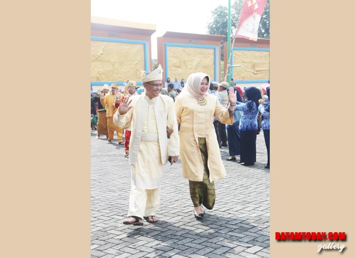 Sekwan Bintan Edi Yusri bersama istri dalam peringatan Sumpah Pemuda 28 Oktober