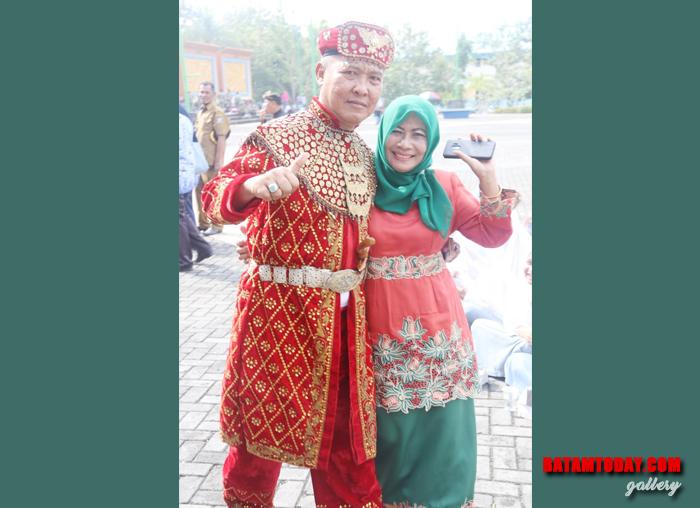 Kepala Dinas PUPR Bintan Juni Riyanto bersama istri dalam peringatan Sumpah Pemuda 28 Oktober