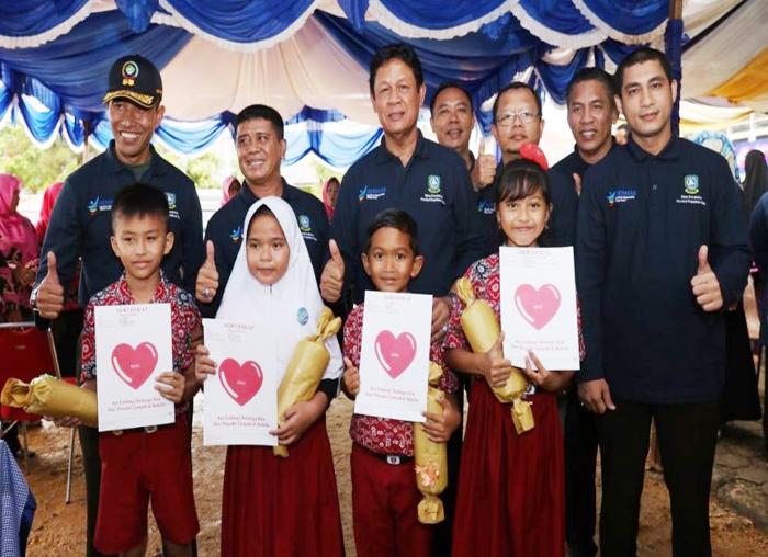 Kampanye dan Pencanangan MR, Usai di Imunisasi Anak-anak di Bintan memperoleh Hadiah dari  Wagub Kepri