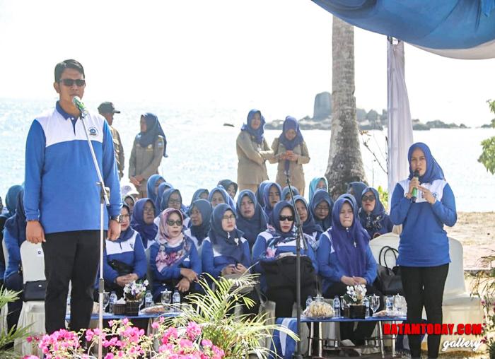 Bupati Bintan Apri Sujadi saat memberikan sambutan pembukaan dalam Jambore Kader Posyandu Untuk Bintan Sehat