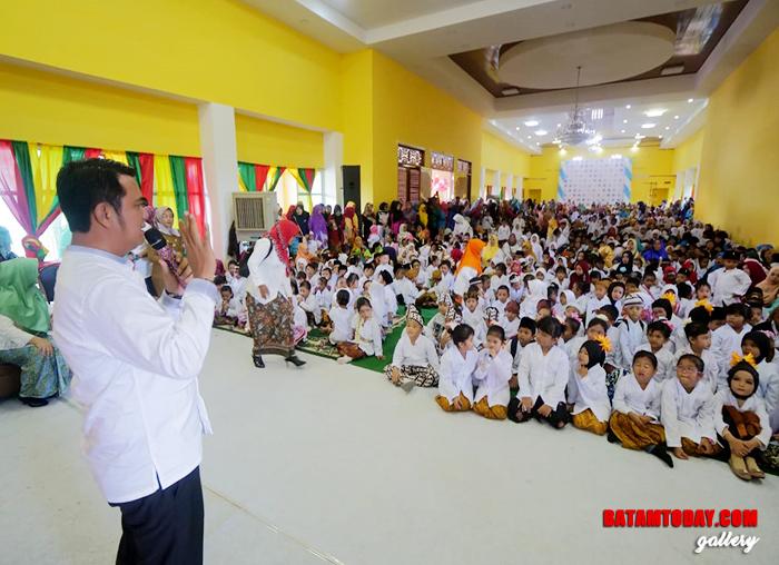 Bupati Bintan Apri Sujadi memberikan sambutan di acara Kartini Cilik