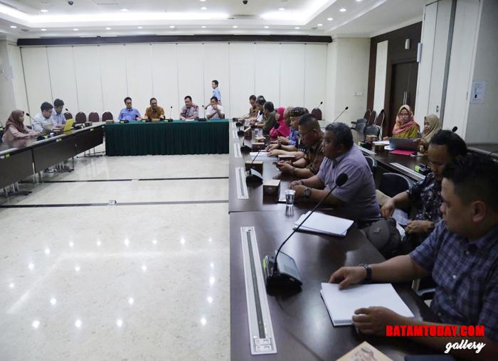 Sejumlah anggota Komisi III DPRD Kepri turut memberi tanggapan dalam Rapat