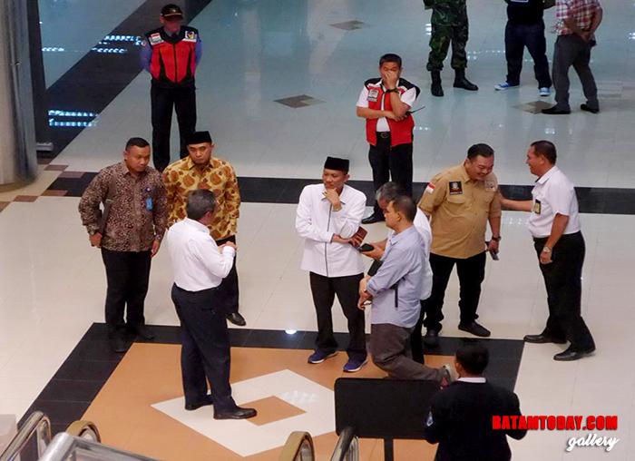 Kepala Bubu Bandara Hang Nadim Batam memberi penjelasan kesiapan Bandara menghadapi Arus Mudik