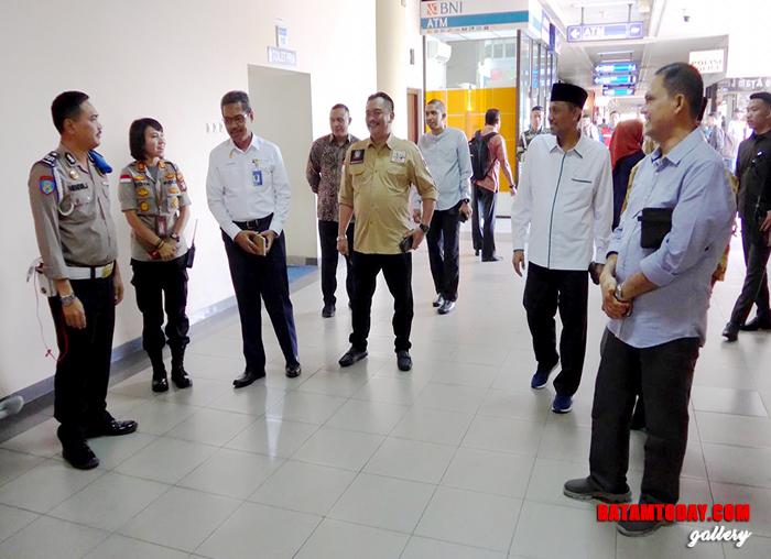 Anggota Komisi III DPRD Kepri juga melakukan dialog dengan petugas keamanan Polisi di Bandara Hang Nadim Batam